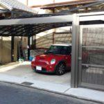 ガレージの門扉 折戸タイプの設置例1
