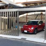 ガレージの門扉 折戸タイプの設置例2