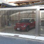ガレージの門扉 折戸タイプの設置例3