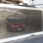 ガレージの門扉 折戸タイプの設置例4